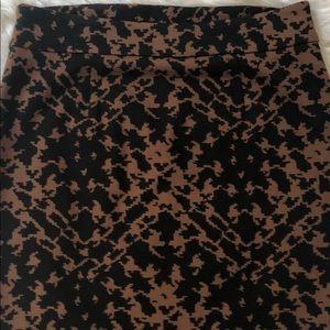 EUC Black/Tan pencil skirt . Side Zipper Closure